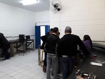 Aula de Eletro-Eletrônica em Pindamonhangaba